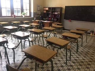 スペインの小学校の教科や給食などについて解説。給食はパエリア?