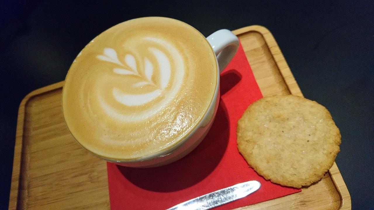 ベルギーのカフェの特徴を写真で紹介。お菓子は焼き菓子がメイン