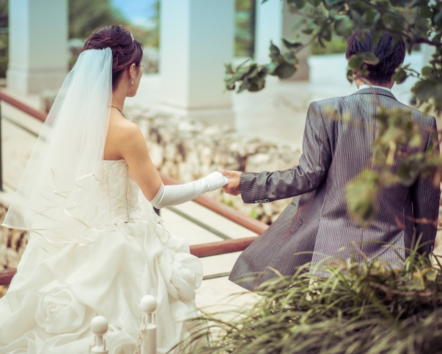 中国の結婚式は普段着で参加し、緩く進行していく