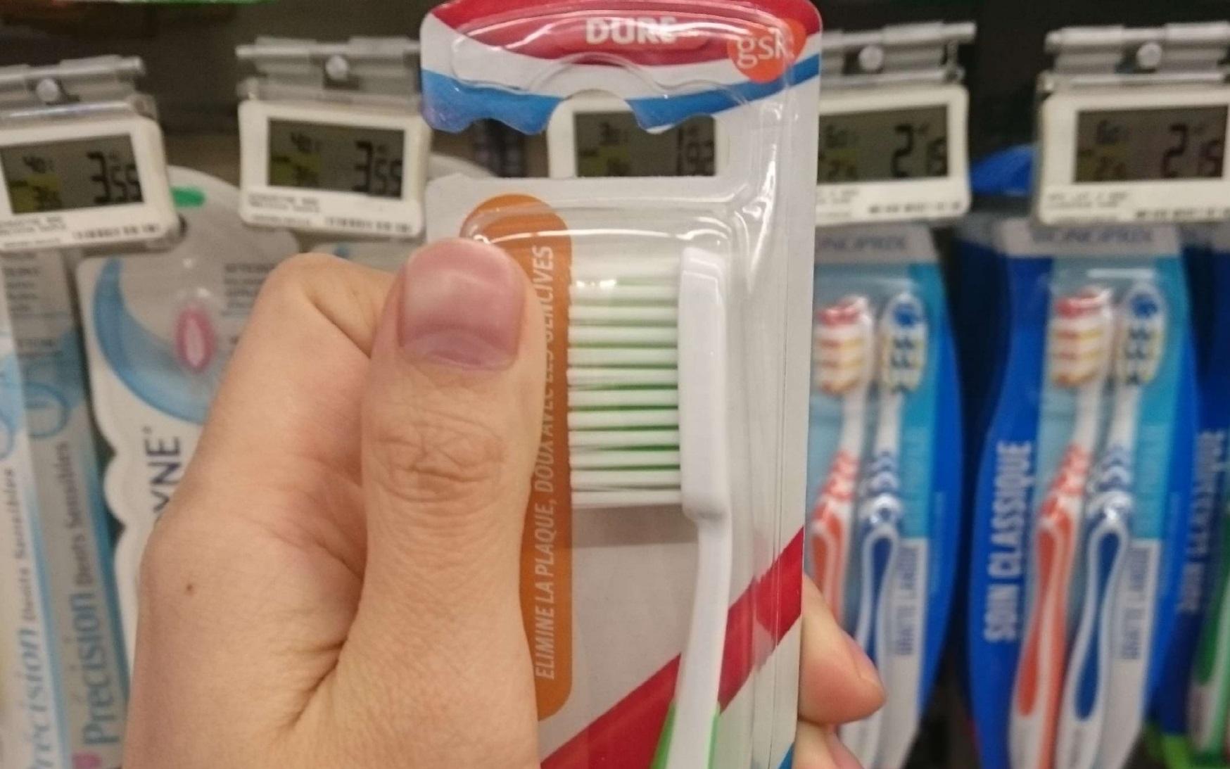 フランスと日本の商品を比較してみた。フランスの歯ブラシはデカい