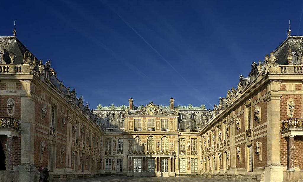 フランス人の娯楽は映画、美術館、城、南フランスへのバカンス