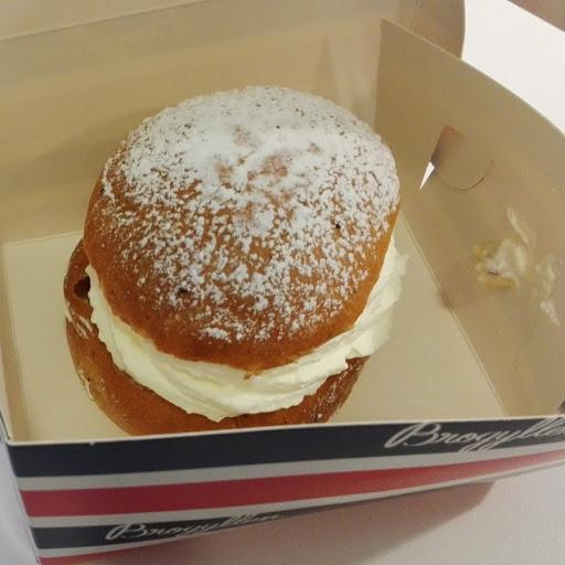 ワンピースのビッグ・マムが大好きなスウェーデンの伝統菓子セムラとは