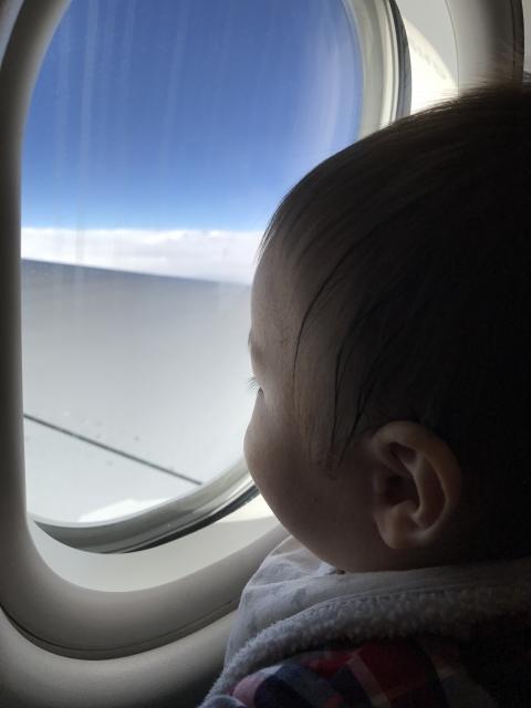 赤ちゃんと飛行機に乗る時に迷惑をかけないコツ