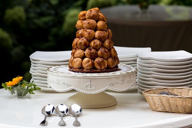 フランスの結婚式のあるある。ご祝儀はカード払い、ケーキはシュークリーム